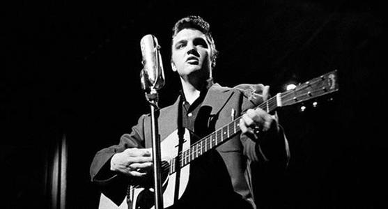 Elvis Presley ar putea să doboare un record deţinut de Madonna în topul britanic