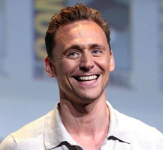 Actorul Tom Hiddleston a prezentat scuze publice organizaţiilor umanitare pentru discursul  de la Globurile de Aur 2017