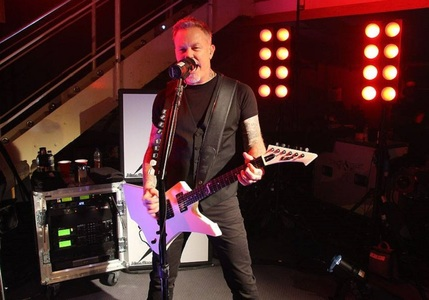 "James Hetfield, narator al documentarului anti-pornografie ""Addicted To Porn: Chasing The Cardboard Butterfly"". VIDEO"