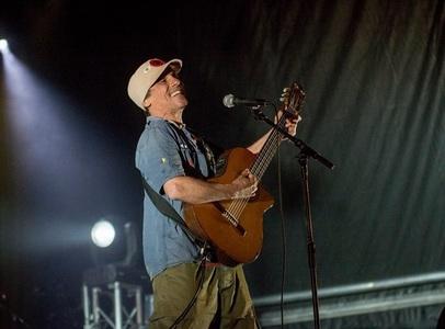 Manu Chao a lansat trei melodii, primele apărute în ultimul deceniu. VIDEO