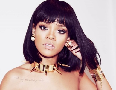 Rihanna îşi lansează propriul brand de produse cosmetice în toamna acestui an