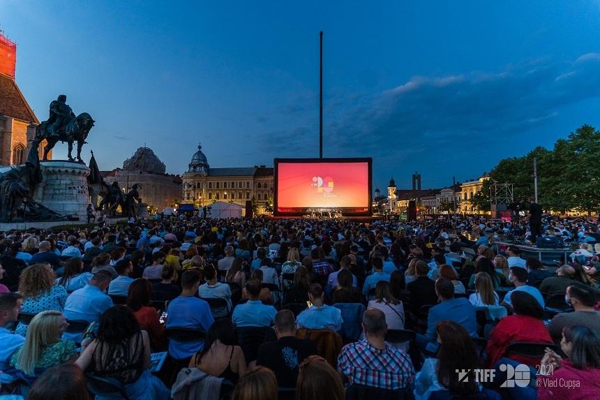Mai mult de 1.500 de spectatori în Piaţa Unirii din Cluj-Napoca la gala de deschidere TIFF 2020 – FOTO