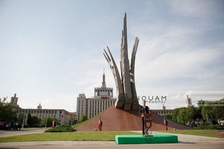 """Monumentul """"Aripi"""", inaugurat în Bucureşti - un mormânt imaginar, ridicat dintr-o """"datorie a neuitării"""". GALERIE FOTO, VIDEO"""