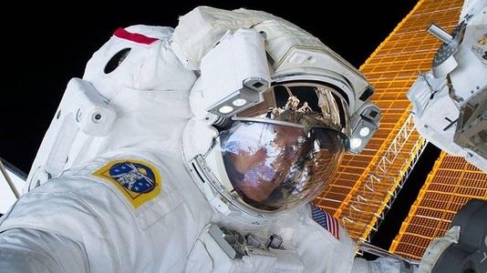 Doi astronauţi de pe ISS au modernizat sistemul electric al staţiei, după o ieşire pe orbită ce a durat şase ore