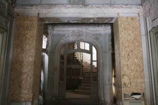 REPORTAJ - Casa ciobită din Piaţa Romană. Moştenirea Nanu-Muscel nu e temă de interes civic. Alexander Nanu, descendent: O degradare forţată a istoriei oraşului