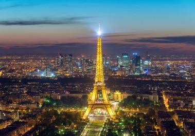 Turnul Eiffel va fi iluminat din 10 iunie, în fiecare seară, în culorile participantelor la Euro