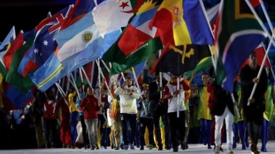 Sportivii purtând steagurile (Foto: rio2016.com)