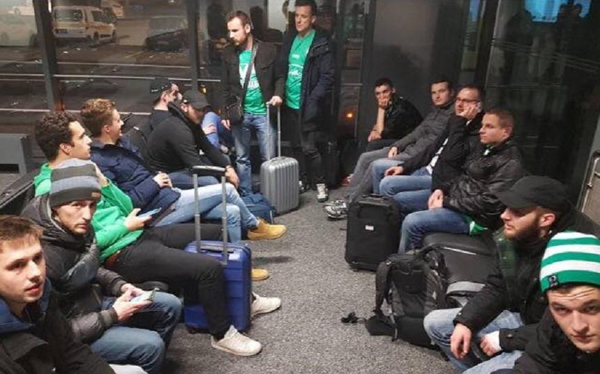 Zeci de fani Saint-Etienne au ratat meciul cu Manchester United pentru că au fost prea zgomotoşi în avion - VIDEO