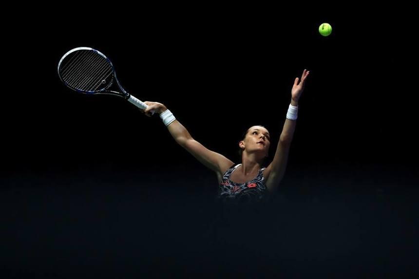 Halep va rămâne pe locul 4 WTA după ce Radwanska a fost eliminată în optimi la Dubai de o jucătoare în vârstă de 17 ani
