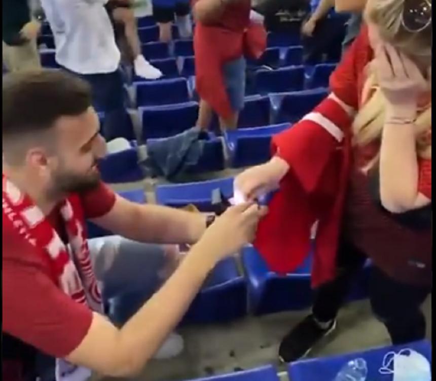 Cerere în căsătorie la meciul Turcia – Italia – VIDEO