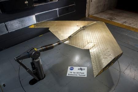 Oamenii de ştiinţă au creat o aripă de avion care-şi schimbă forma
