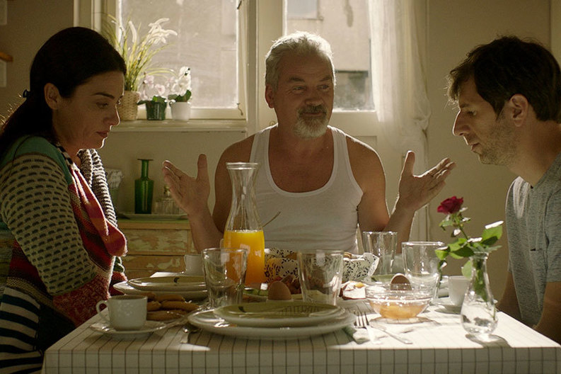 """Mergeţi să vedeţi """"6,9 pe scara Richter"""", noul film semnat de Nae Caranfil!"""