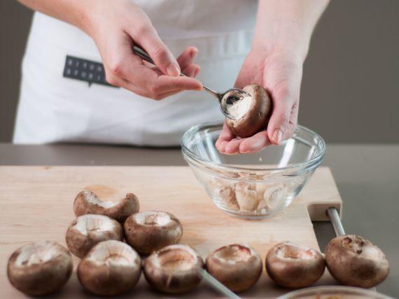 Ciuperci umplute pasul3