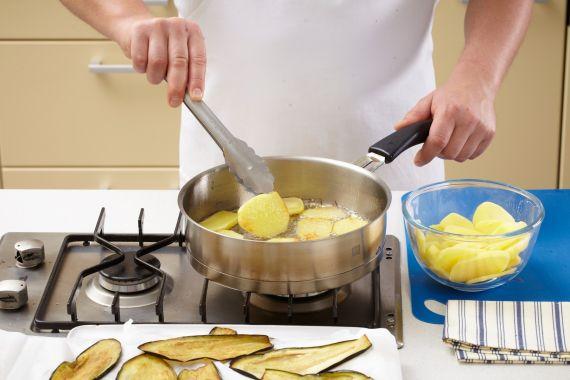 musaca de vinete si cartofi cu carne