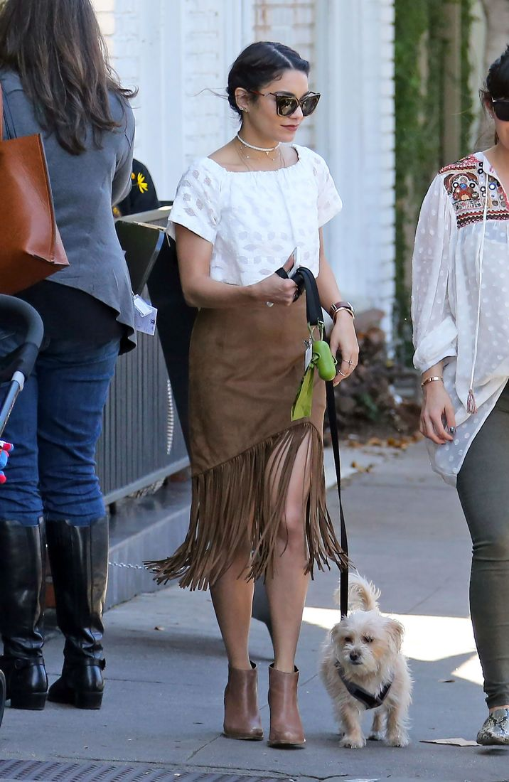 52009630 Vanessa Hudgens is spotted out and about with friends in Hollywood on March 31, 2016. FameFlynet, Inc - Beverly Hills, CA, USA - +1 (310) 505-9876