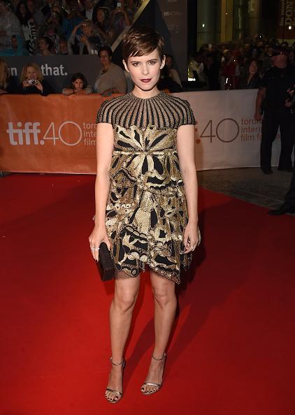 Kate Mara a fost senzaţională pe covorul roşu