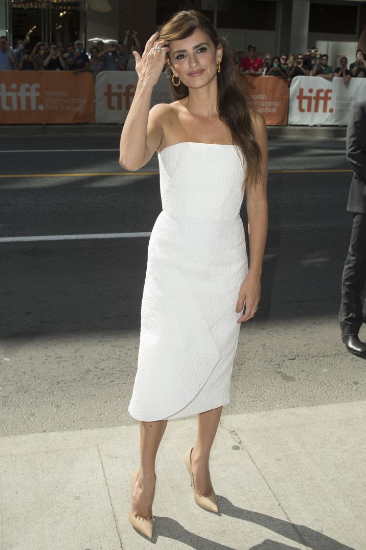 Penelope Cruz în alb