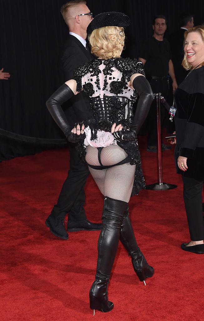 8 februarie: Madonna are un look cel puţin neplăcut...