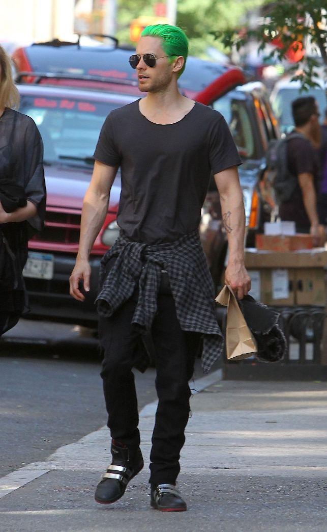 Jared Leto cu părul verde pe străzi, după filmări