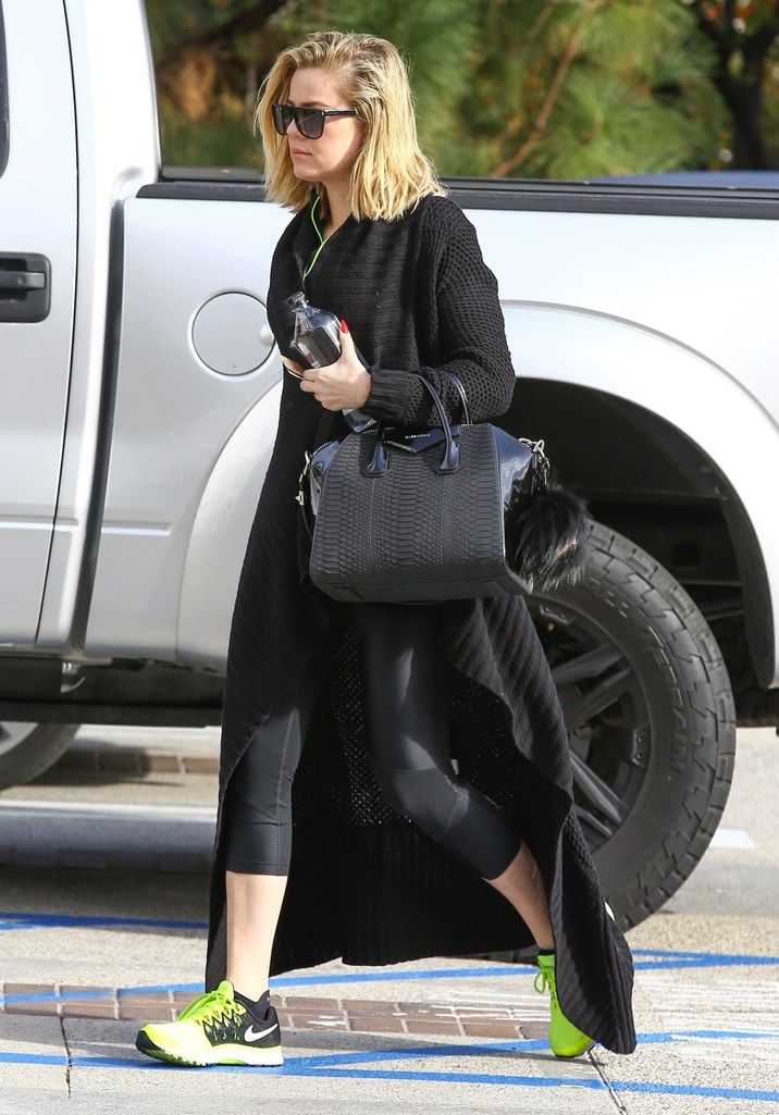 """Exclusive... 51934218 Reality star Khloe Kardashian was spotted heading to the gym in Los Angeles, California on December 21, 2015.  On the latest episode of """"Keeping Up With The Kardashians"""" Khloe opened up about how she thinks Lamar is her soulmate. FameFlynet, Inc - Beverly Hills, CA, USA - +1 (310) 505-9876"""