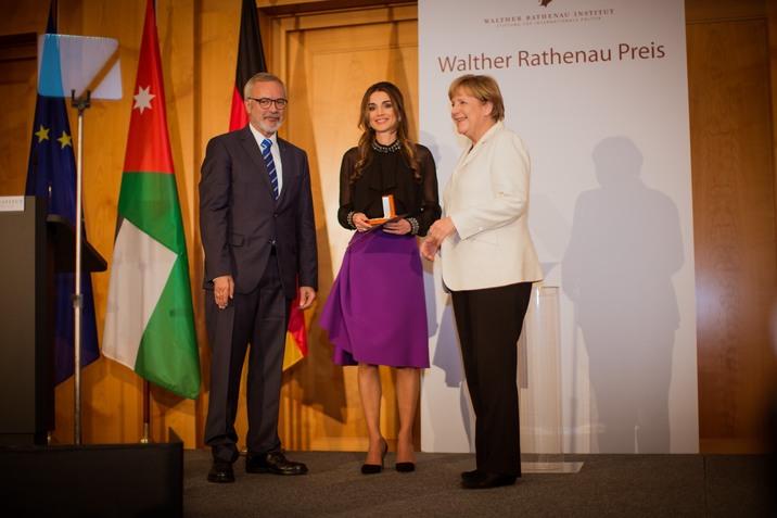 Jordan's Queen Rania Al Abdullah receives the Walther Rathenau Prize from Garman Chancellor Angela Merkel (right) in Berlin, Germany on September 17, 2015. Photo Royal Court/Balkis Press/ABACAPRESS.COM