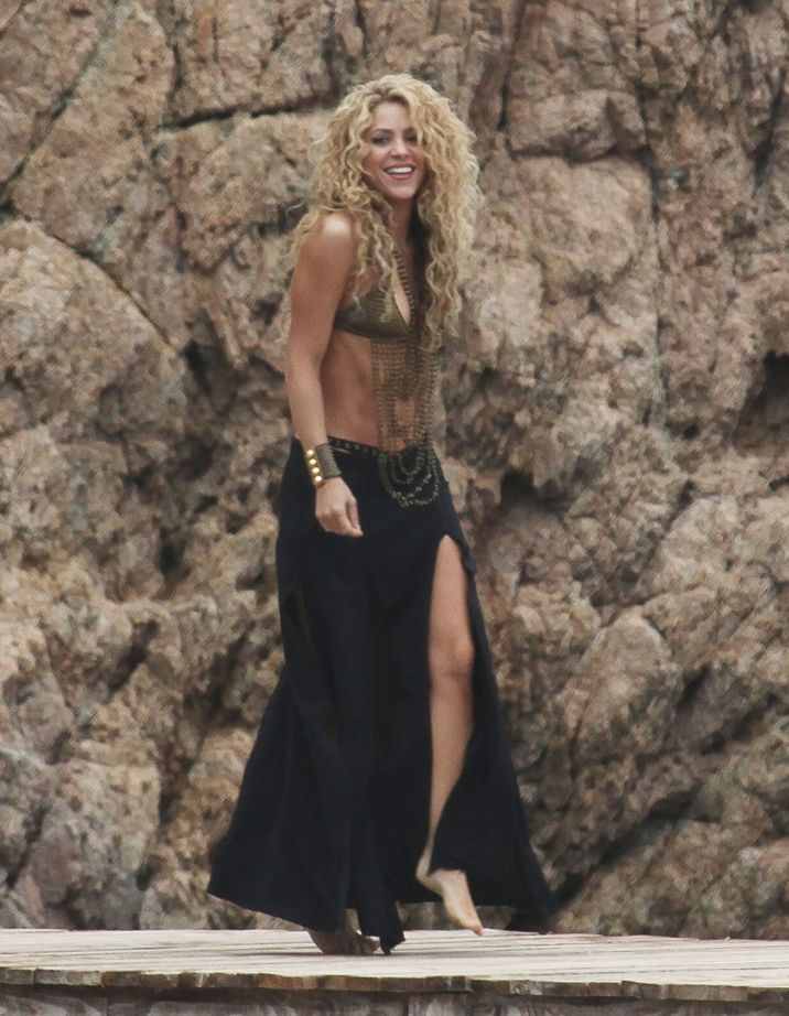 51873997 Singer and busy mom Shakira is spotted showing off her famous dance moves while filming a commerical on the beach in Catalonia, Spain on October 8, 2015. Shakira's son Milan was also on set. **NO LATIN AMERICA/NO SPAIN/NO PORTUGAL** FameFlynet, Inc - Beverly Hills, CA, USA - +1 (818) 307-4813 RESTRICTIONS APPLY: SEE CAPTION FOR RESTRICTIONS