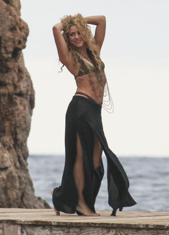 51873998 Singer and busy mom Shakira is spotted showing off her famous dance moves while filming a commerical on the beach in Catalonia, Spain on October 8, 2015. Shakira's son Milan was also on set. **NO LATIN AMERICA/NO SPAIN/NO PORTUGAL** FameFlynet, Inc - Beverly Hills, CA, USA - +1 (818) 307-4813 RESTRICTIONS APPLY: SEE CAPTION FOR RESTRICTIONS
