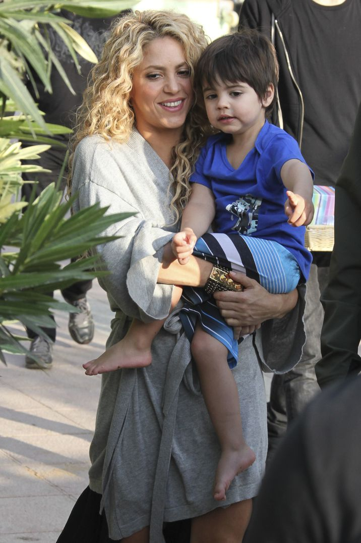51873982 Singer and busy mom Shakira is spotted showing off her famous dance moves while filming a commerical on the beach in Catalonia, Spain on October 8, 2015. Shakira's son Milan was also on set. **NO LATIN AMERICA/NO SPAIN/NO PORTUGAL** FameFlynet, Inc - Beverly Hills, CA, USA - +1 (818) 307-4813 RESTRICTIONS APPLY: SEE CAPTION FOR RESTRICTIONS