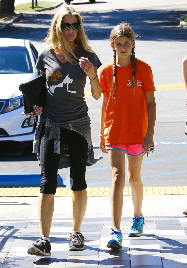 51875455 Actress Denise Richards takes her daughters Sam and Lolo out for lunch with one of their friends at Lovi's Delicatessen in Calabasas, California on October 10, 2015. Denise's other daughter Eloise was not with the family. FameFlynet, Inc - Beverly Hills, CA, USA - +1 (818) 307-4813