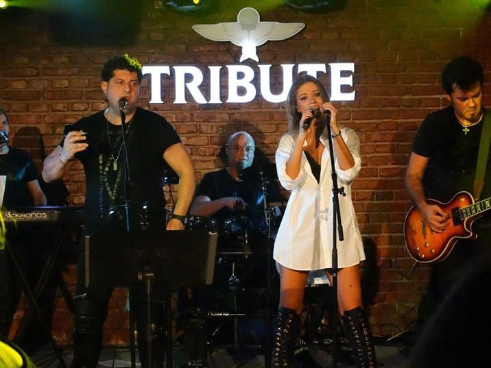 Nu sunt doar parteneri de viaţă, ci şi de scenă, ambii cântând în trupa lui, Tavi Colen Band.