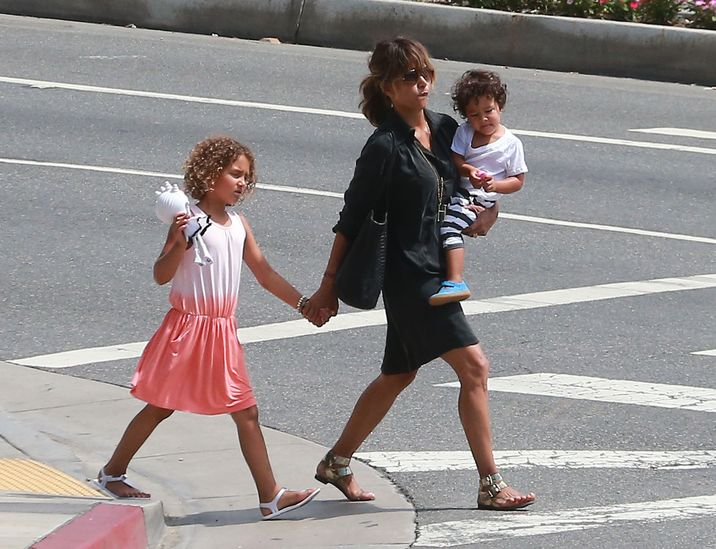 51838731 Actress and busy mom Halle Berry enjoys lunch with her children Maceo Martinez & Nahla Aubry at Sunset Plaza in Los Angeles, California on September 1, 2015. Halle was wearing her wedding ring proudly despite recent rumors that she and husband Olivier Martinez have been on the rocks... FameFlynet, Inc - Beverly Hills, CA, USA - +1 (818) 307-4813
