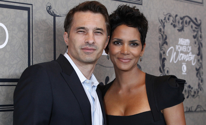Actress Halle Berry and her partner Olivier Martinez pose at Variety's 4th Annual Power of Women event in Beverly Hills, California October 5, 2012. REUTERS/Mario Anzuoni (UNITED STATES - Tags: ENTERTAINMENT)