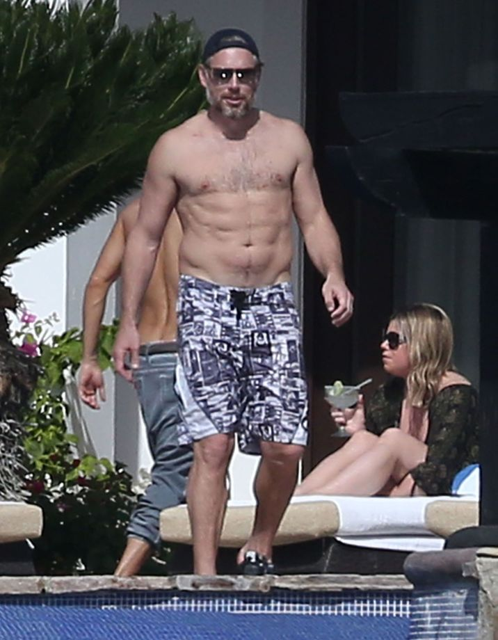 Exclusive... 51949768 Actress Jessica Simpson, her husband Eric Johnson, her sister Ashlee Simpson and her husband Evan Ross enjoying a day poolside while on vacation in Cabo San Lucas, Mexico on January 17, 2016. Jessica soaked up the sun and showed off her sexy bikini body. Eric enjoyed playing beer pong with friends before doing a cannonball into the pool Evan served everyone drinks while Ashlee took care of their daughter Jagger. FameFlynet, Inc - Beverly Hills, CA, USA - +1 (310) 505-9876