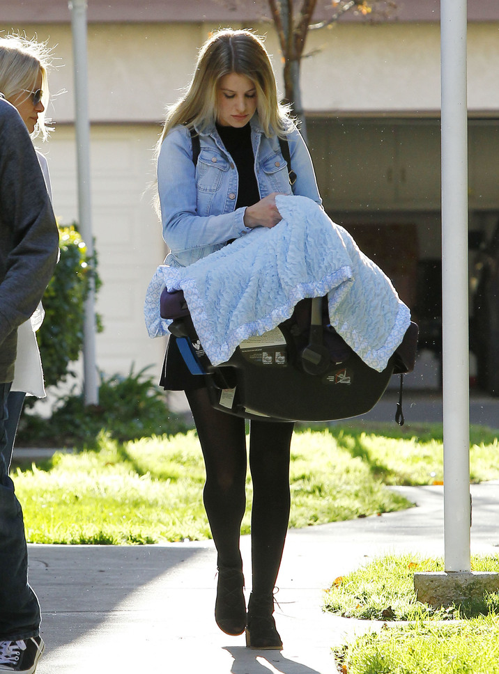 Exclusive... 51958453 Hair stylist Briana Jungwirth is seen leaving her home with her baby boy Freddie Reign Tomlinson and her mom on January 28, 2016 in Los Angeles, California. Missing from the outing was Freddie's father, One Direction singer Louis Tomlinson. FameFlynet, Inc - Beverly Hills, CA, USA - +1 (310) 505-9876