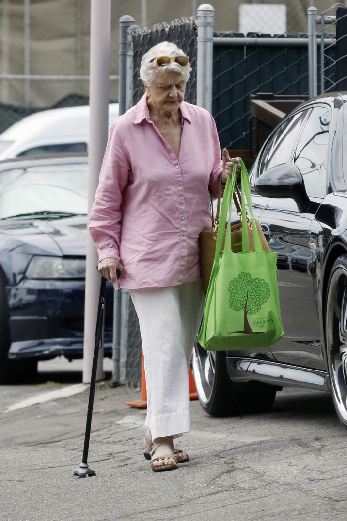 EXCLUSIVE: Angela Lansbury goes shopping at the country Mart market in Brentwood, California. Pictured: Angela Lansbury Ref: SPL836361  080914   EXCLUSIVE Picture by: JD / Splash News Splash News and Pictures Los Angeles:310-821-2666 New York:212-619-2666 London:870-934-2666 photodesk@splashnews.com
