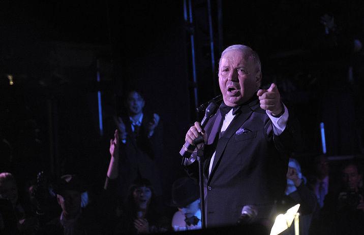 """Frank Sinatra Jr. interpretând  """"An Evening Affair"""""""