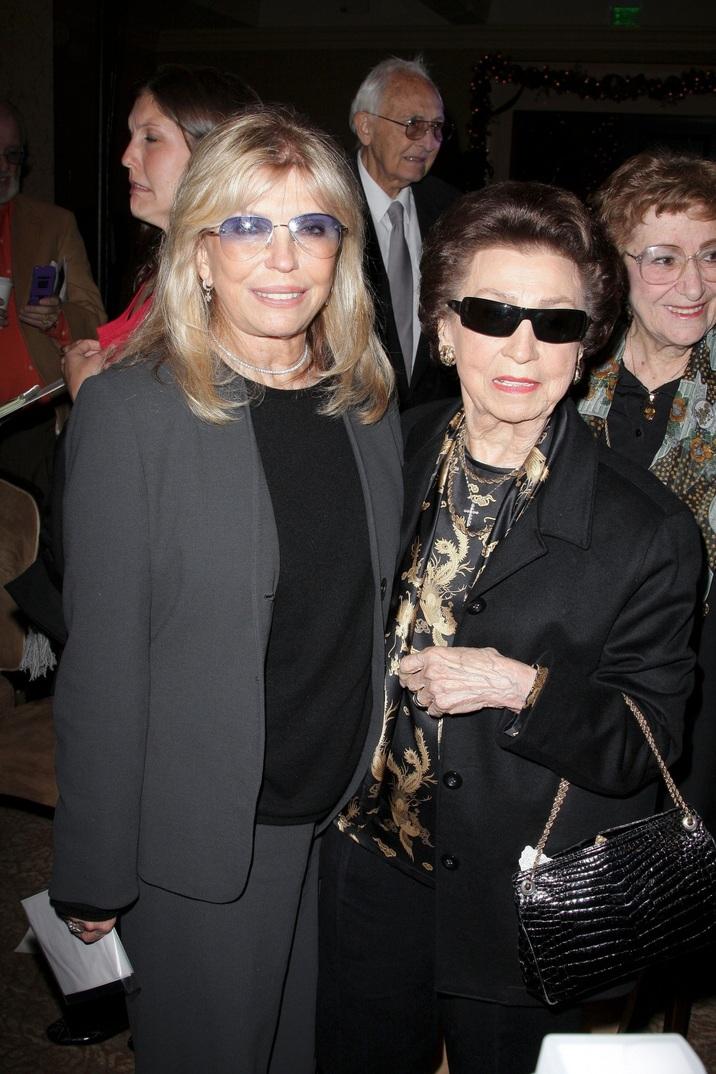 Sora lui Francis - Nancy - şi mama lor, Nancy Barbato