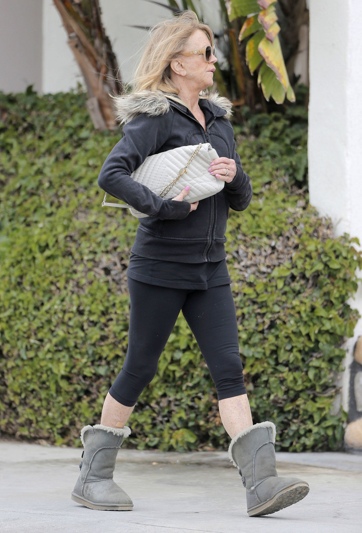 Exclusive... 52045776 Actress Goldie Hawn is spotted out running errands in Pacific Palisades, California on May 5, 2016. Goldie's extremely wrinkled hands really show off her age of 70. FameFlynet, Inc - Beverly Hills, CA, USA - +1 (310) 505-9876