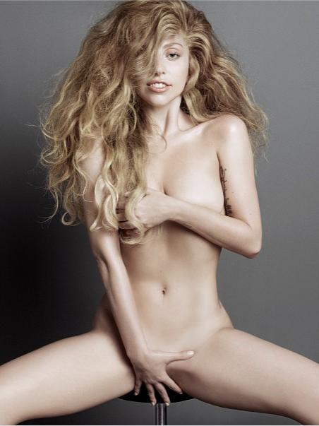 Lady Gaga a pozat nud pentru revista V.