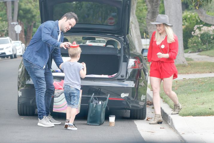 Exclusive... 52047618 Hilary Duff, Mike Comrie, Luca Comrie, Jenna Dewan, and Everly Tatum  attend Haylie Duff's daughters birthday party in Los Angeles, California on May 7, 2016.  The group had a great time and those who attended brought a lot of gifts for Ryan. ***NO WEB USE W/O PRIOR AGREEMENT - CALL FOR PRICING*** FameFlynet, Inc - Beverly Hills, CA, USA - +1 (310) 505-9876