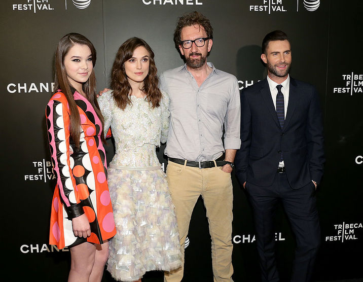"""NEW YORK, NY - APRIL 26:  (L-R) Actors Hailee Steinfeld, Keira Knightley, director John Carney, and musician Adam Levine attend the 2014 Tribeca Film Festival closing night film """"Begin Again"""" hosted by CHANEL at BMCC Tribeca PAC on April 26, 2014 in New York City.  (Photo by Neilson Barnard/Getty Images for the 2014 Tribeca Film Festival)"""