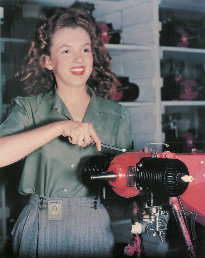 1944.late_.Conover.YankMagazineShoot.RadioPlaneFactory.AssemblyLine.02