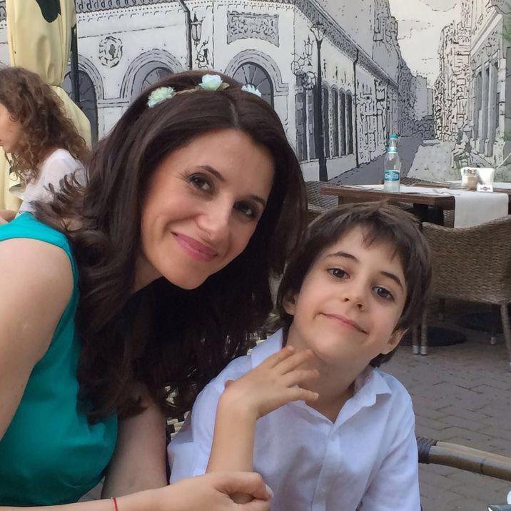 iuliana si fiul ei, tudor