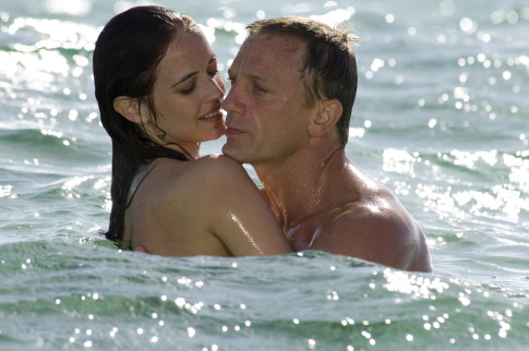 PK-13 [CR_10220].jpgÐ Eva Green (left) and Daniel Craig (right) star in Metro-Goldwyn-Mayer Pictures/Columbia Pictures/EON ProductionsÕ action adventure Casino Royale. Photo Credit: Jay Maidment