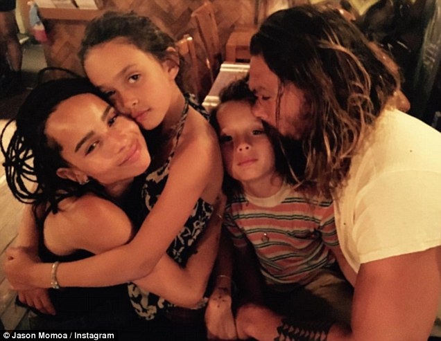 Happy family: cei trei copii