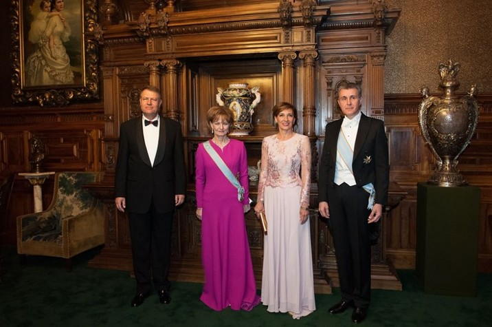 Familia-Regala-a-Romaniei-si-Familia-Prezidentiala-Castelul-Peles-25-martie-2015-940x624