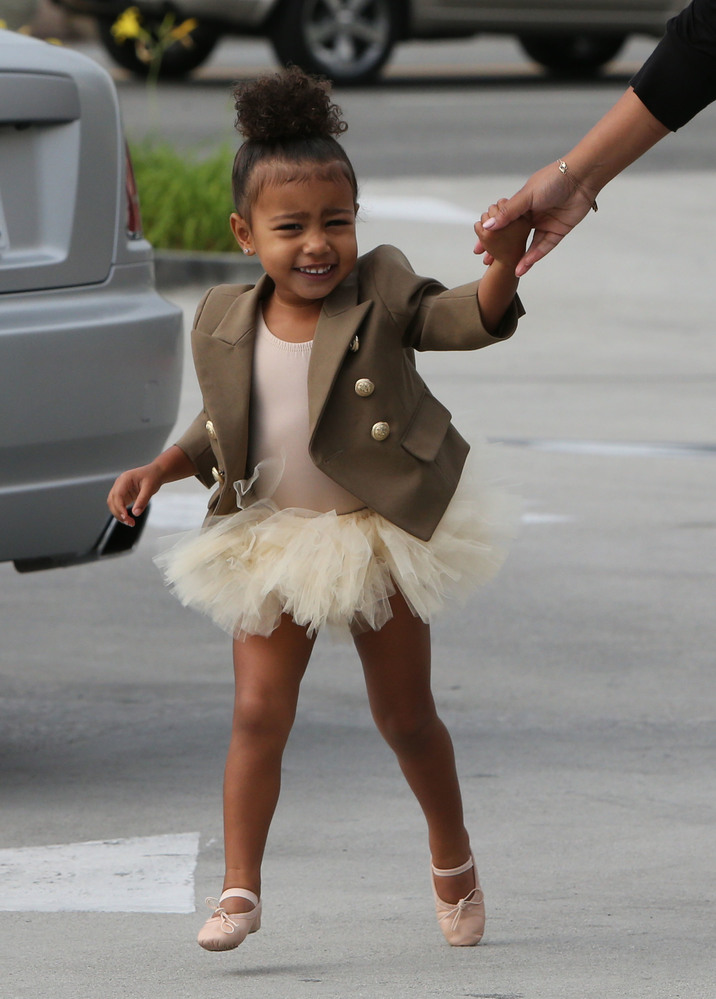 51891208 North West is taken to ballet class in Tarzana on October 28, 2015. FameFlynet, Inc - Beverly Hills, CA, USA - +1 (818) 307-4813