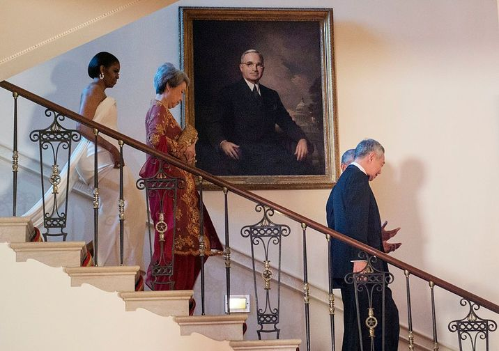 WASHINGTON, DC - AUGUST 02:  First lady Michelle Obama, Ho Ching, Prime Minister Lee Hsien Loong of Singapore and U.S. President Barack Obama (hidden) arrive to take photographs in the White House August 2, 2016 in Washington, DC. The Obamas are hosting the prime minister and his wife for an official state dinner.  (Photo by Leigh Vogel-Pool/Getty Images)