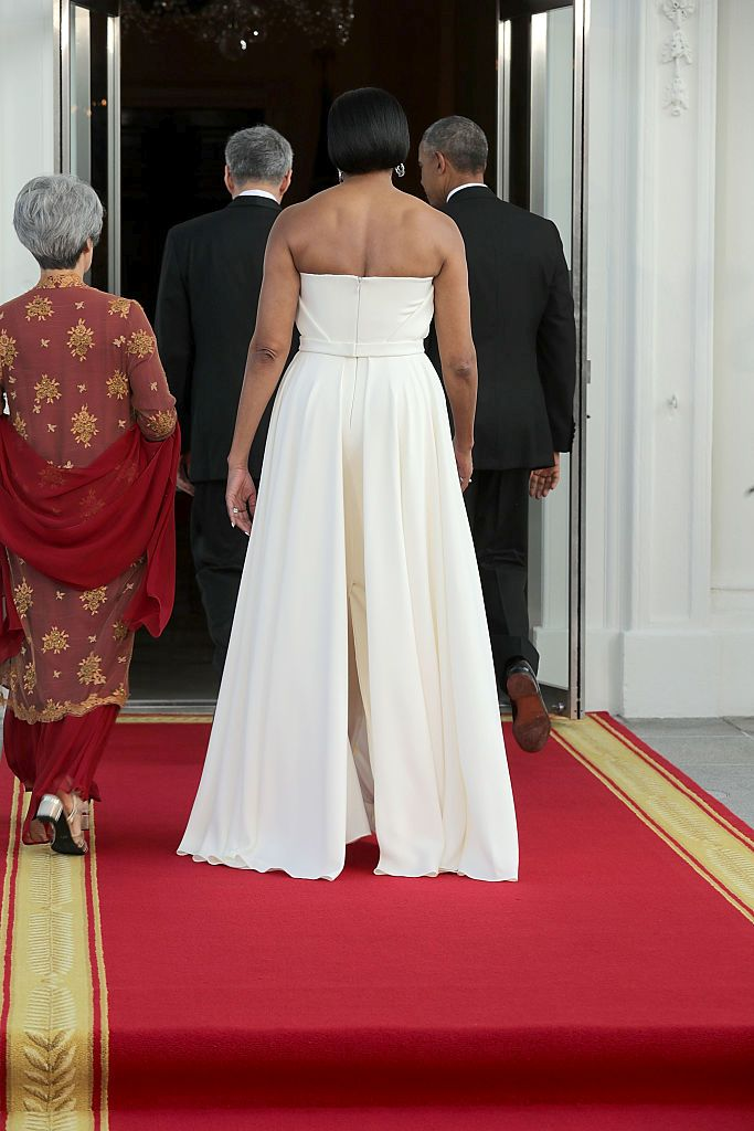 WASHINGTON, DC - AUGUST 02:  (L-R) Ho Ching, first lady Michelle Obama, Prime Minister Lee Hsien Loong of Singapore and U.S. President Barack Obama walk into the White House after greeting one another on the North Portico August 2, 2016 in Washington, DC. The Obamas are hosting the prime minister and his wife for an official state dinner.  (Photo by Chip Somodevilla/Getty Images)