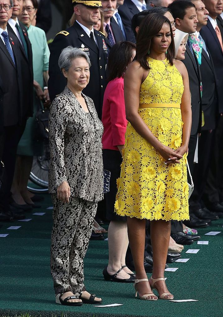 WASHINGTON, DC - AUGUST 02: U.S. first lady Michelle Obama, (R) stands with Ho Ching, wife of Singapore Prime Minister Lee Hsien Loong, during an arrival ceremony at the White House August 2, 2016 in Washington, DC. President Obama and the first lady will host a state dinner in Prime Minister Lee Hsien Loong's honor, just the 11th state dinner thrown since Obama became president.  (Photo by Mark Wilson/Getty Images)
